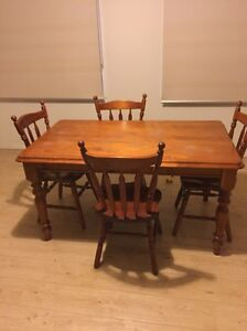 Table and chairs Tarneit Wyndham Area Preview