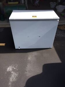 275lt chest freezer Springfield Lakes Ipswich City Preview