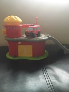 Kids small fire station toy Werrington Penrith Area Preview