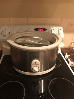 Slow cooker new/as new