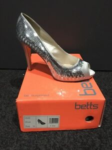 Silver high heel shoes size 10 Royalla Queanbeyan Area Preview