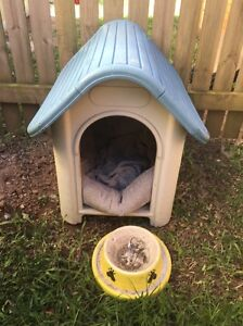 Dog house with bed and bowl Bray Park Pine Rivers Area Preview