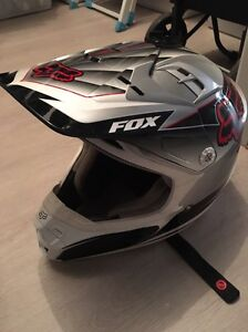 Fox v2 motocross helmet Golden Grove Tea Tree Gully Area Preview