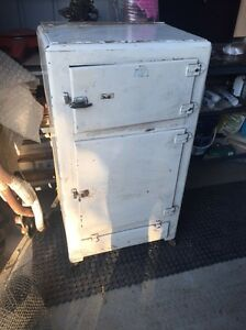 Old Ice Chest Narre Warren North Casey Area Preview