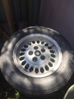 4x Alloy wheels jaguar with all 4 centre caps old school