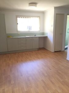 Renovated one bedroom pensioner unit  at Kingston available now! Kingston Logan Area Preview
