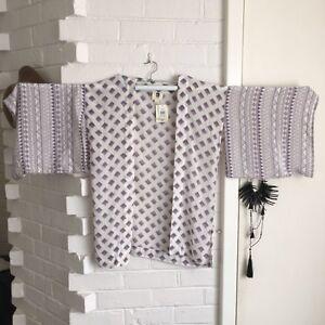 Beautiful QUICKSILVER Tribal Patterned Kimono 100% Silk Cottesloe Cottesloe Area Preview