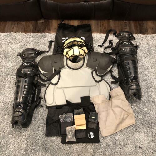 Honigs Umpire Gear Full Set Home Plate w/Bag