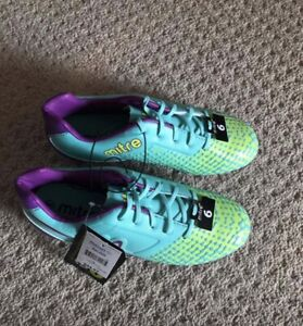 Girls soccer shoes size 6