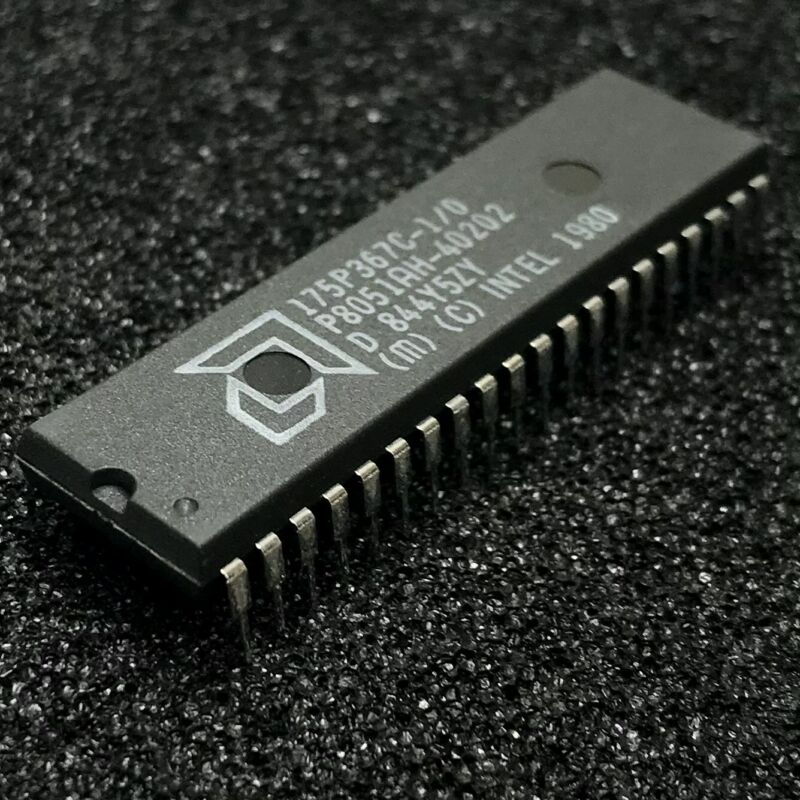 P8051AH 8-bit Microcontroller, 12 MHz, PDIP-40, AMD / Intel 8051AH