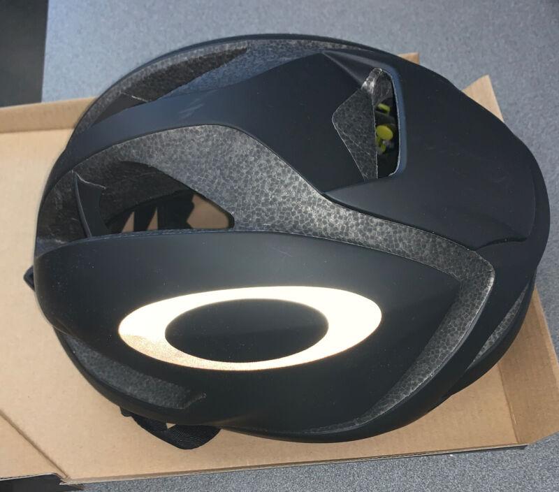 Oakley ARO5 Cycling Helmet - Black - Small (52-56cm)