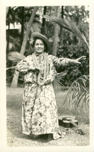 1940  Hilo Hattie dancing, Hawaii photo