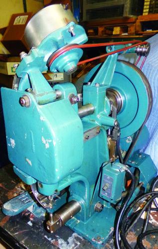 USM Model G Eyelet Grommet Insertion Machine