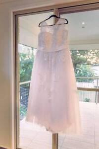 Plus size white wedding dress Birkdale Redland Area Preview