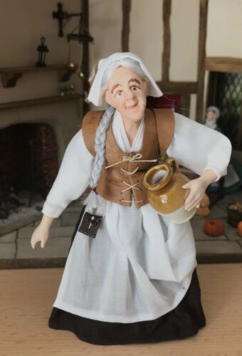 112th Scale Tudor old Lady Servant with jug by Rycote Miniatures.
