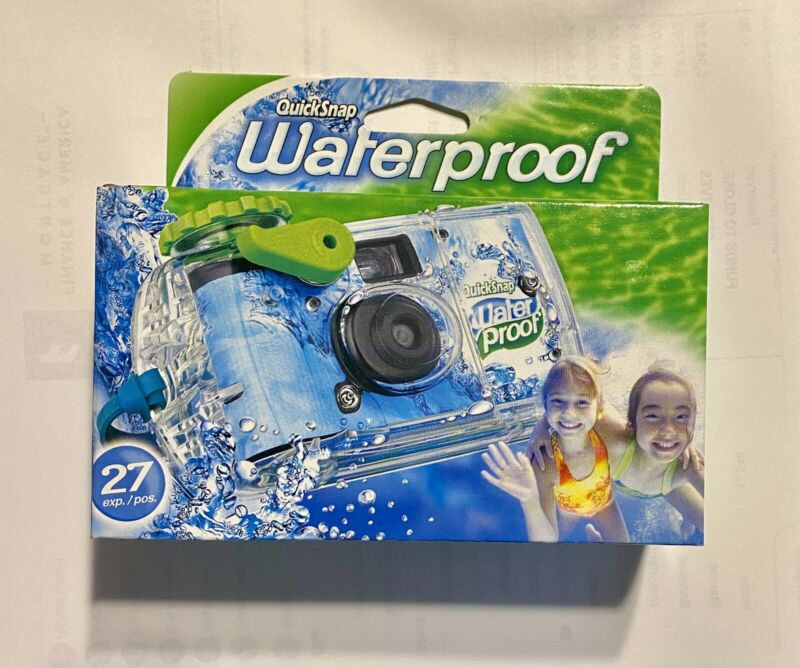 FujiFilm Disposable Cameras Quick Snap Waterproof Pool Underwater 35 mm 07/2021