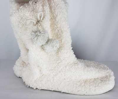 White ankle boots size medium size 7-8  White fluffy boots size Medium size 7-8](Fluffy Boots)