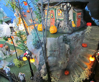 .HALLOWEEN Rest in Peace Village GRAVEYARD Display platform base Dept 56 Lemax  (Halloween Village Display Base)
