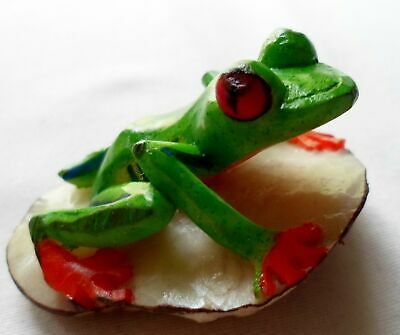 Wounaan Embera Red-Eye Tree Frog Tagua Nut Carving-Panama 21010522mm