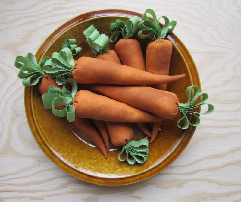 Primitive Carrots for the Easter Bunny Bowl Fillers Ornies