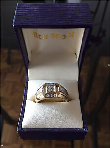 Men's 10kt gold, diamond ring