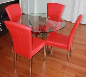 Glass and Chrome Dining Table with 4 Leather Chairs