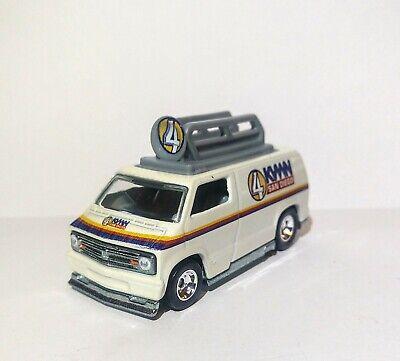 Hot Wheels  Anchorman  '77 Custom Dodge Van 1/64