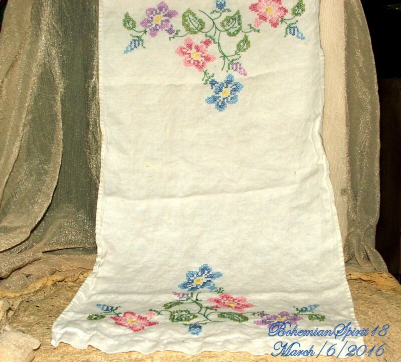 ANTIQUE BEAUTIFUL FRENCH HAND EMBROIDERY FLOWERS LINEN TABLE RUNNER SIGN DOILIES