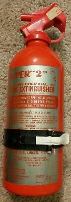 """VINTAGE SUPER """"2"""" DRY CHEMICAL FIRE EXTINGUISHER RED CAP 100D CLASS B C NEW!!"""