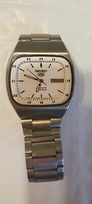 Seiko 5 Automatic 17 Jewels Square Face with Stainless Steel Bracelet Vintage