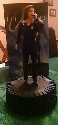 """The X-Files Agent Dana Scully 12"""" Statue w/ Base 1998 Gillian Anderson 1/8 scale"""