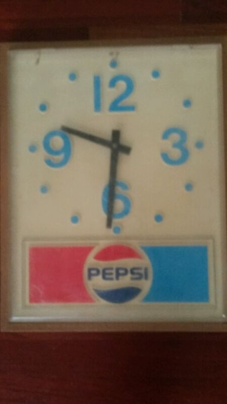 PEPSI Cola Hanging Wall Clock Plastic Battery 1973