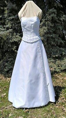 White wedding dress corset floor lenght train destination size 6