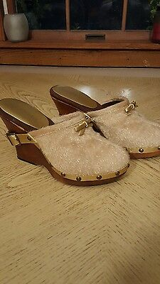 (Colin Stuart Gold Bow Clogs 7)