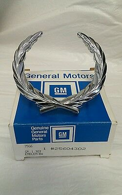 NOS Cadillac Fleetwood Deville Hearse Funeral FWD Chrome Grille Emblem Wreath