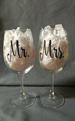Set of 2 Mr. and Mrs. Wine Glasses Wedding Toast Bride Groom Anniversary Favors (Bride And Groom Wine Glasses)