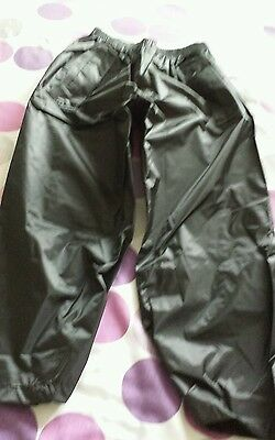 BOY'S / GIRL'S STORMBREAKER TROUSERS BLACK SIZE 5-6 YEARS. REGATTA