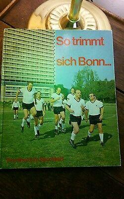 1971 - 18 Autogramme deutscher Politiker - Widmungen  in einem Sportbuch