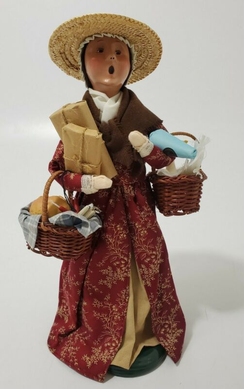 Byers Choice Carolers Williamsburg 2003 Woman w/Goose-Bread Basket-Packages