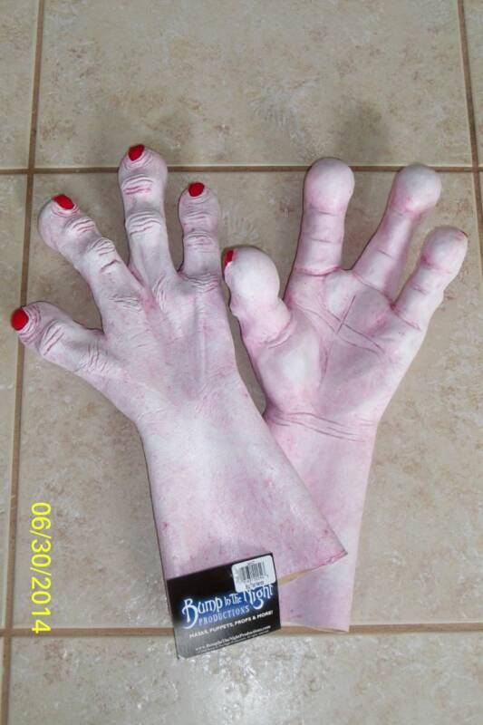 BIG TOP MUTANT SCARY CLOWN HUGE OVERSIZED HANDS GLOVES COSTUME TA411