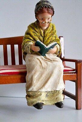 1:12  Sitz Puppe - ALTE FRAU mit Buch - Puppenhaus Miniatur