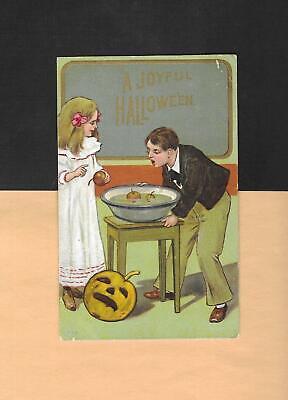 CHILDREN BOB FOR APPLES, JOL On Colorful Vintage HALLOWEEN Postcard