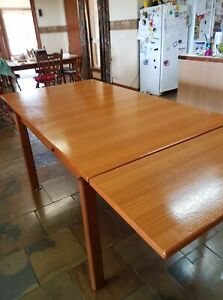 Teak Dining Table , Mid Modern in great condition
