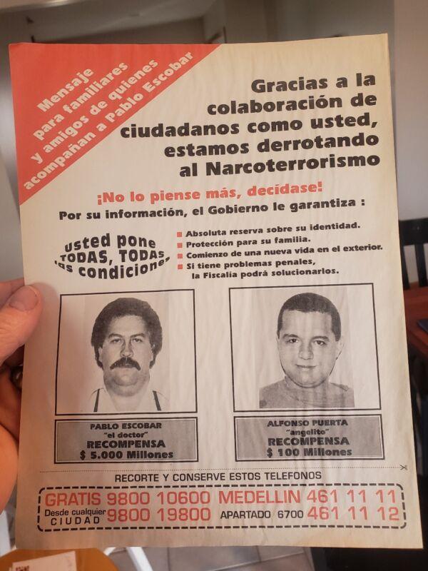 ORIGINAL RARE VINTAGE  WANTED poster Pablo Escobar  NARCOS  Colombia police DEA