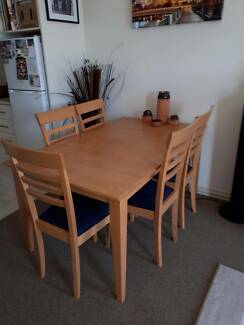 Solid Ash Extendable Table With 6 Chairs In Excellent Condition