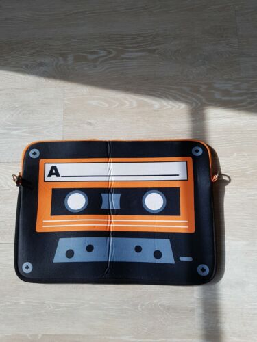 Laptop Hülle 17 zoll Orangefarben Musiccasette MC Retro