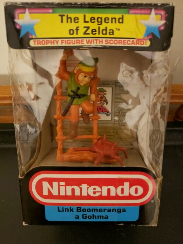 Nintendo Trophy Figure Link Boomerangs a Gohma Legend Of Zelda 1988 BOX DAMAGE