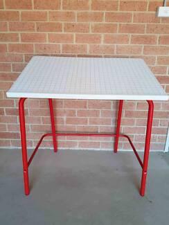Table tiltable top