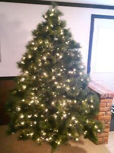 SANTA'S OWN ARTIFICIAL CHRISTMAS TREE 7' EASTERN WHITE PINE