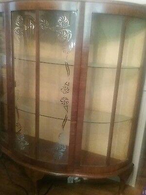 Curio cabinet,good condition,brown case, glass, glass shelves no lights, curio h